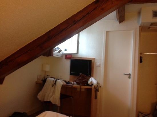 Ibis Lyon Centre Perrache: camera-mansarda