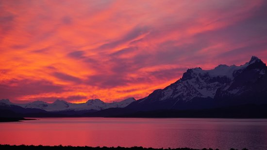 Tierra Patagonia Hotel & Spa: Sunset as seen from the lounge area