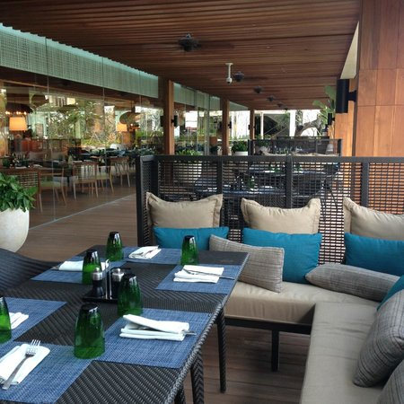 Tides at Shangri-La's Mactan Resort & Spa: Outdoor seating on a deck, with lounge options.