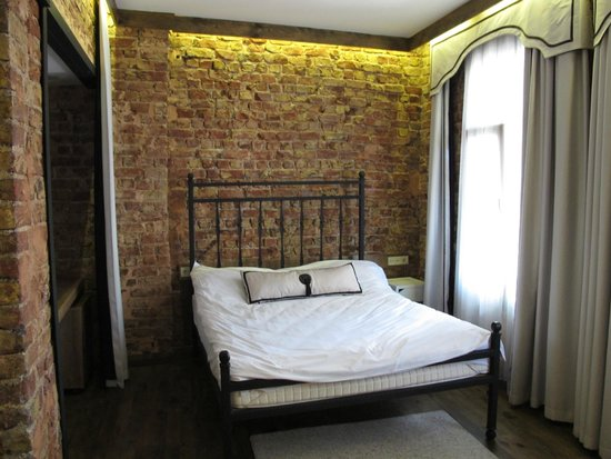 Arx Suites: Love the brick