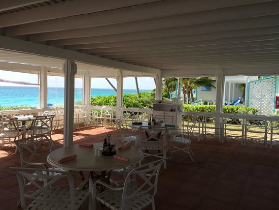 Hope Town Harbour Lodge: restaurant at the beach - breakfast !?