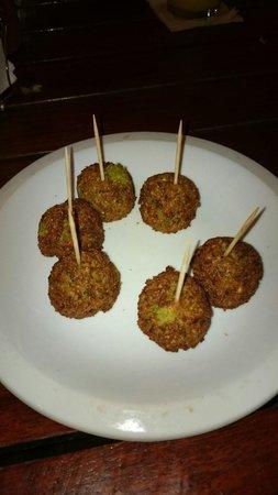 El Rey del Falafel: Deliciosa.entrada con bolitas de vegetales!!!