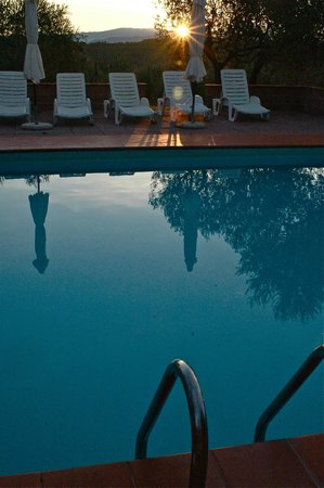 Agriturismo I Casalini: Piscina early morning