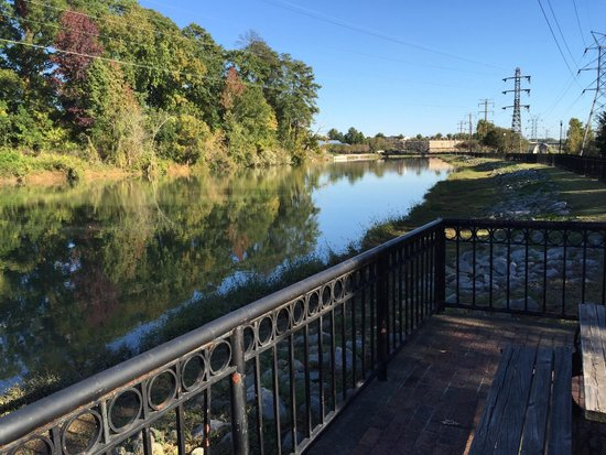 Columbia Canal and Riverfront Park: Platform next to the canal and walking-biking path.
