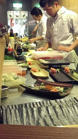 Port Phillip, Australia: entertaining to watch Chefs preparing the dishes