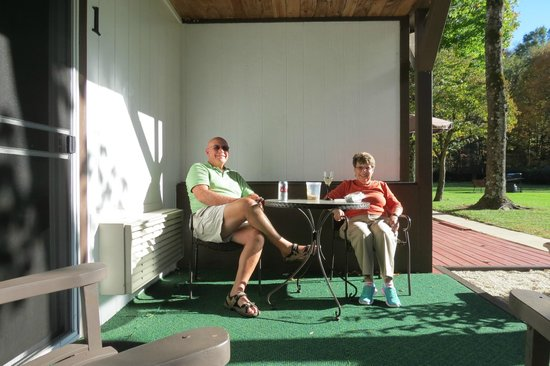 Chalet Motel & Apartments: Enjoying a glass of wine on our own little patio