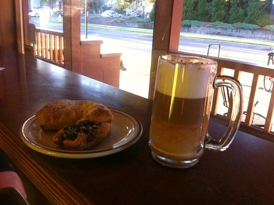 Rogue Valley Roasting Co.: Latte and pastry