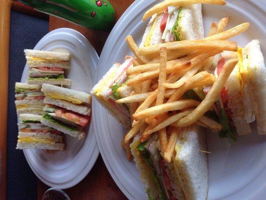 BaanChivitMai: The BCM Club sandwich & Fries. YUMMY!