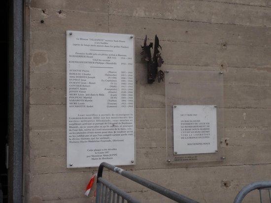 Base Sous-Marine de Bordeaux : plaque commémorative