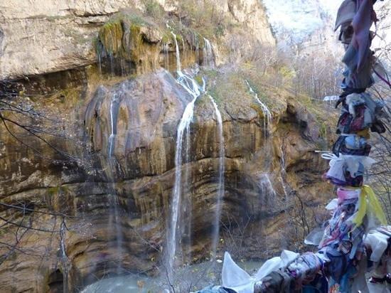Nalchik, Rusia: Водопад - вид со смотровой площадки