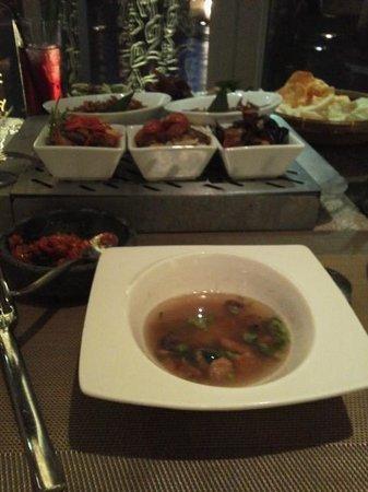 The Moluccas Room: スープとコース料理、ちょっとピンボケ