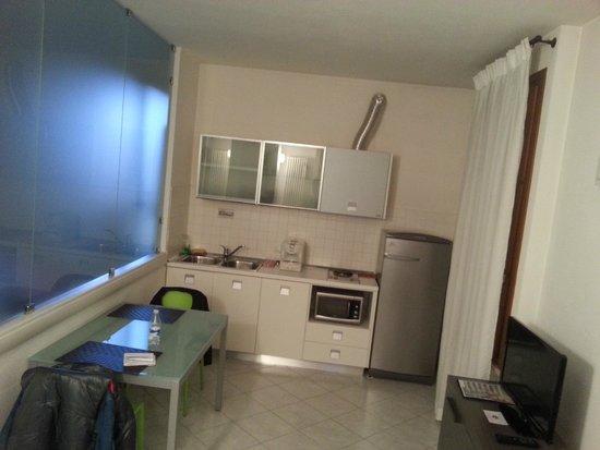 soggiorno angolo cottura - Picture of Residence Verona Class, Verona ...
