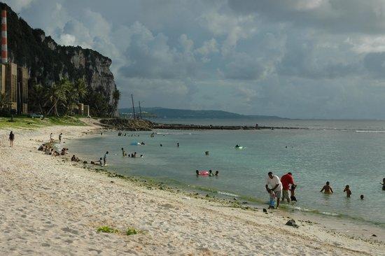 Tanguisson Beach: ビーチ