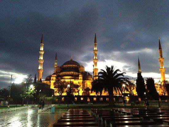 Stream Cappadocia Boutique Tours: イスタンブール