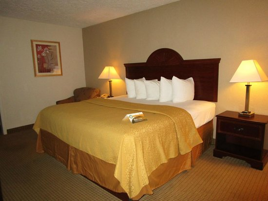 bed picture of quality inn suites eufaula eufaula. Black Bedroom Furniture Sets. Home Design Ideas