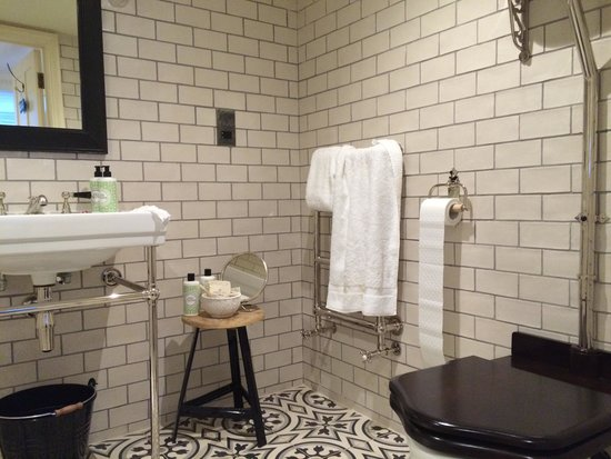 Beautifully Decorated Bathroom With Walk In Shower Picture Of No 131 Cheltenham Tripadvisor