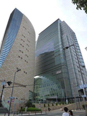 近未来的な外観 - 中央区、NHK大阪放送局BKプラザの写真 - トリップ ...