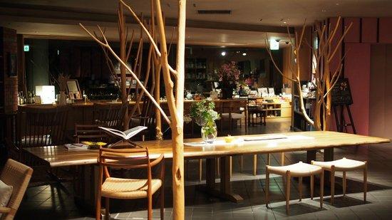 Sanyoan: Lobby area