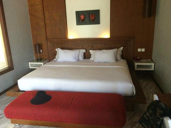 Abi Bali Resort & Villa: Biggest bed ive ever slept in
