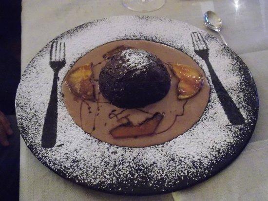 Zuccotto Alla Crema Di Mele E Zucca Con Ganascia Di Cioccolato Picture Of A La Table Du