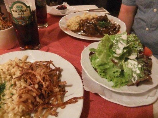 Bier Adam: Kasnockn, side salad and hirschgulasch, with Wieninger dunkel!