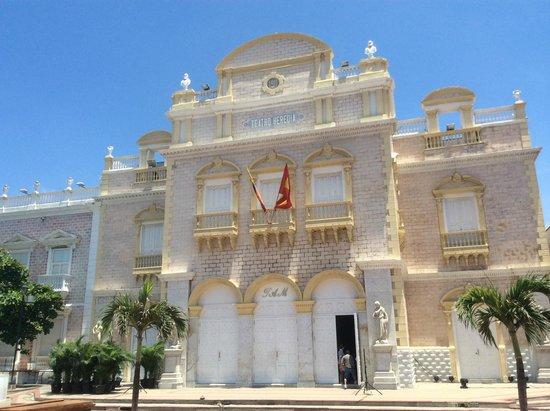 Teatro Adolfo Mejia ( Teatro Heredia )