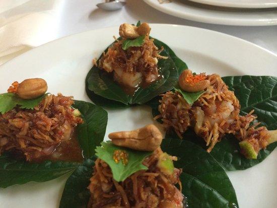 Thai Pothong: Betal leaf prawns
