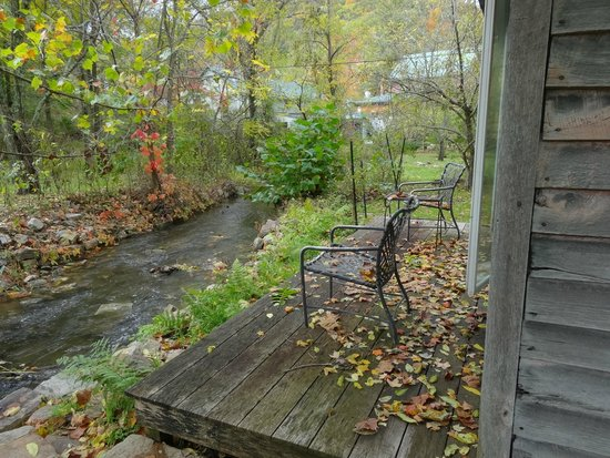 Inn at Gristmill Square: creek runs through the property