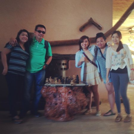 El Rio y Mar Resort : Family Picture at the Lobby