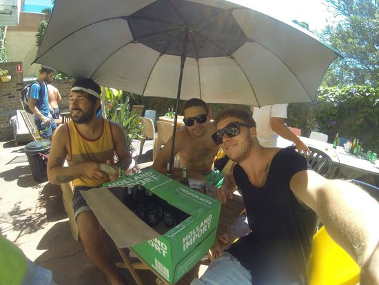 Kanga House Backpackers : Free barbecue at sunday, backyard