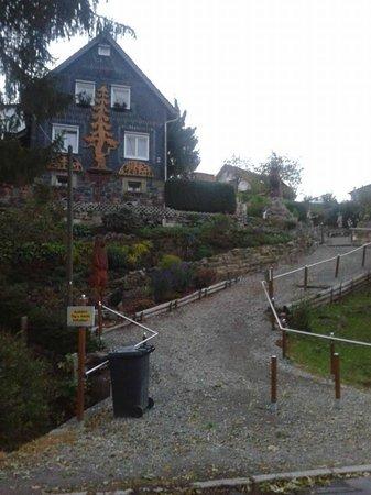 Hotel Goldener Hirsch: walking in the hotel surroundings