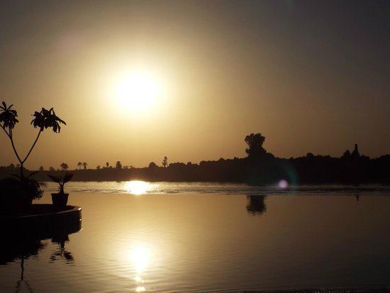 Jolie Ville Hotel & Spa - Kings Island, Luxor: Evening View from Infinity Pool