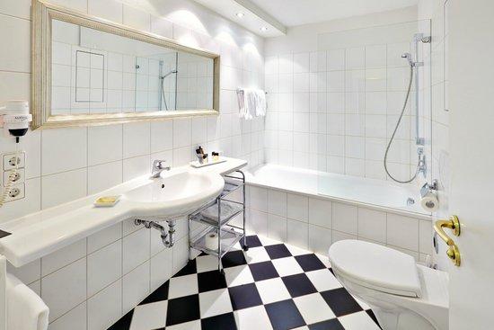 Hotel Waldhorn: Badezimmer