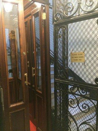 Martina House: лифт в доме