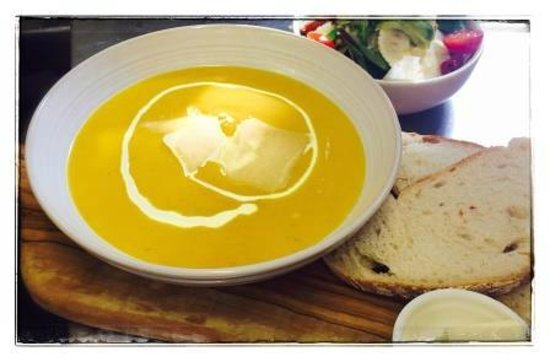 The Hothouse Cafe: Our soup and salad option
