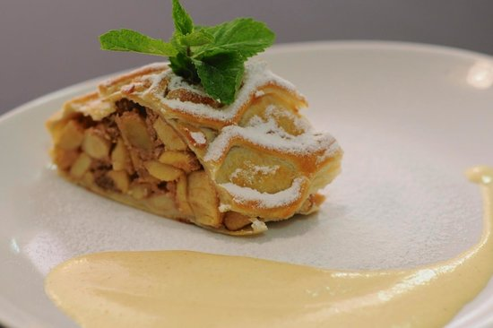 Cafe Salmovsky Palac: Our famous apple strudel with vanilla cream
