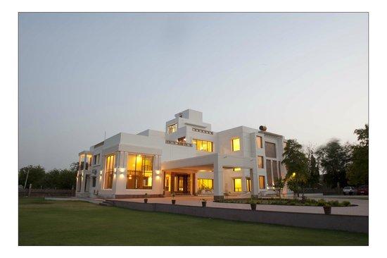 Lariya Resort: Sunset View