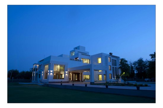 Lariya Resort: Dark View