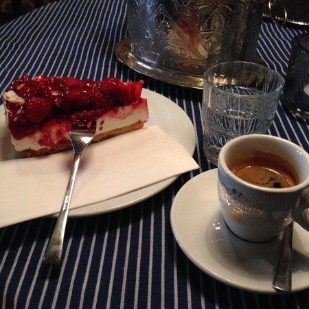 Café La Violetta - Kaffee & Kuchen - Bild von La Violetta ...