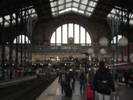 Interior da esta o gare du nord photo de gare du nord for Agence avis gare du nord