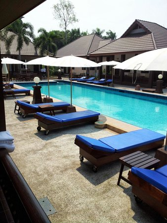 Rose Bay Resort: Pool side