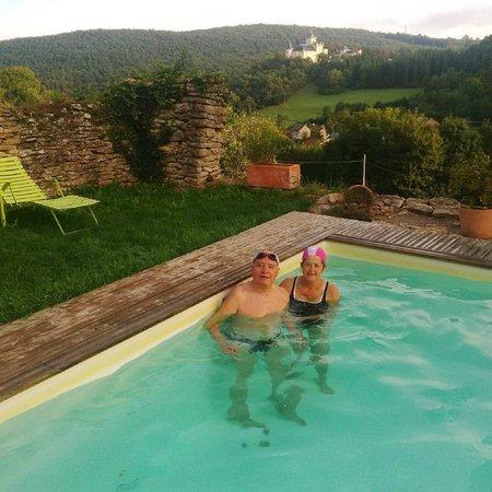 Siccieu-Saint-Julien-et-Carisieu, France : Pool with Castle view