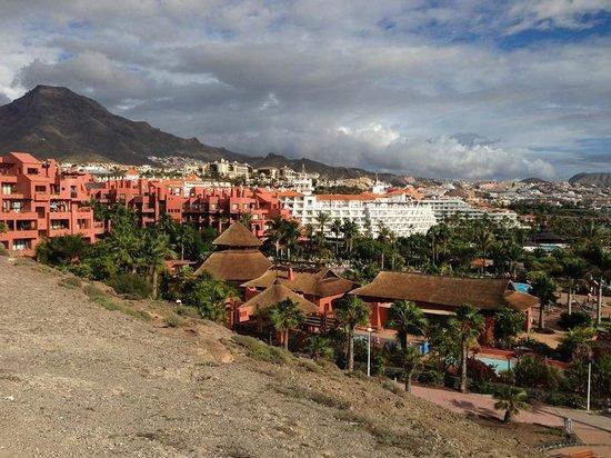 Hotel Riu Palace Tenerife: Riu Palace Hotel (White Building) from Promenade