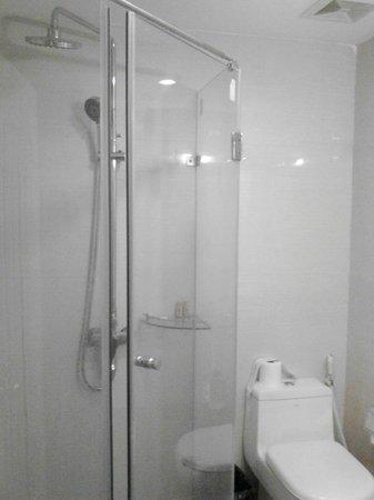 Mai Charming Hotel & Spa: Clean bathroom