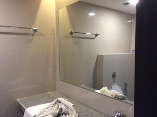 Dibrugarh Club House: salle d'eau