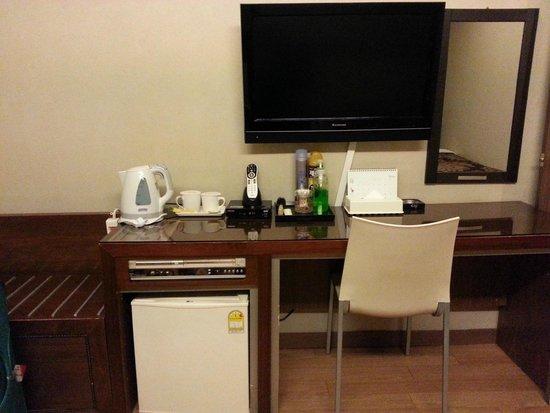 M. Biz Hotel: Flat screen TV, Ref & coffee-tea making facilities