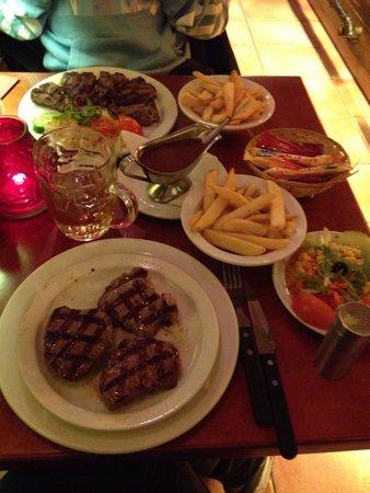 Dam Steakhouse : Très bonne cuisine, viande de qualité... Un peu cher ... (60€ pour deux)