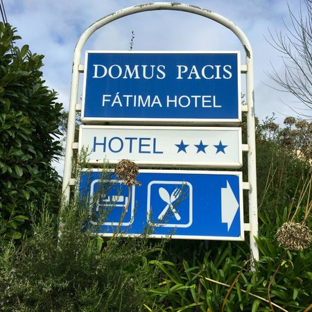 Domus Pacis: Hotel sign