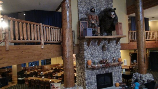 Grizzly Jack's Grand Bear Resort: Lobby