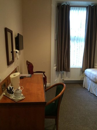 Chase Hotel: Twin room 6